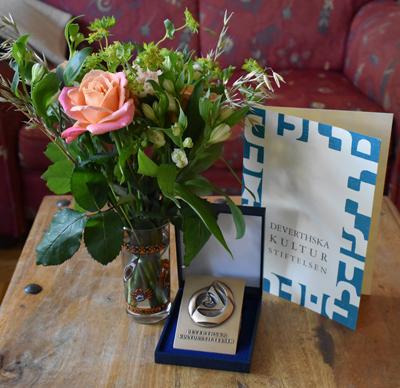 Blommor, diplom och plakett